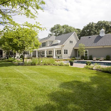 Farmhouse Landscape by Riley Custom Homes & Renovations