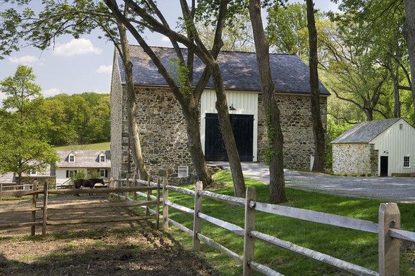 Rustic Landscape by Archer & Buchanan Architecture, Ltd.