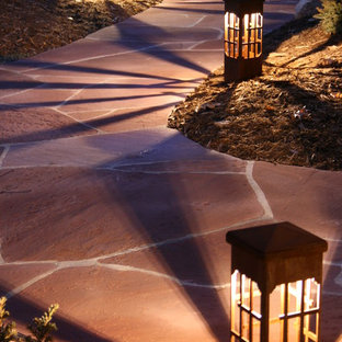 Photo of a midcentury modern partial sun front yard stone driveway in Minneapolis.