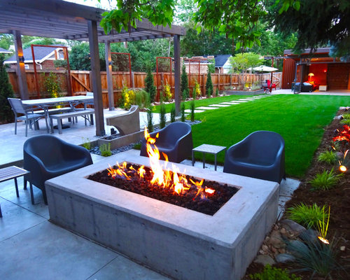 Modern backyard landscape houzz for Modern backyard landscaping