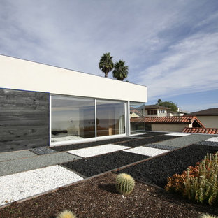 Design ideas for a modern rooftop gravel landscaping in San Diego.