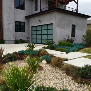 Inspiration for a mid-sized modern full sun and drought-tolerant front yard concrete paver landscaping in Los Angeles.