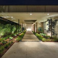 Modern Landscape by Gordon Gibson Construction