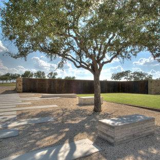 Design ideas for a modern back garden in Austin with gravel.