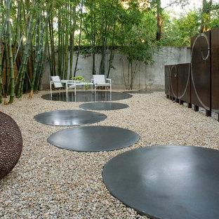 Ispirazione per un campo sportivo esterno moderno in ombra di medie dimensioni e nel cortile laterale in primavera con pavimentazioni in cemento