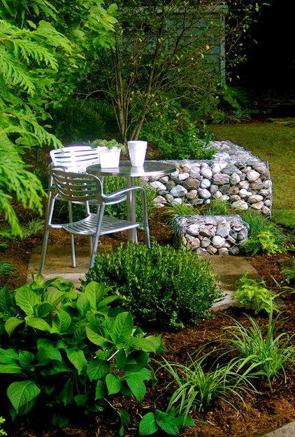Modern Landscape by Jennifer Hayman Design Group