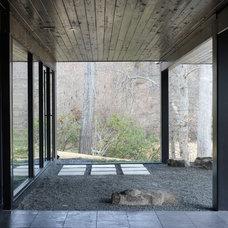 Modern Landscape by CORE Landscape Group
