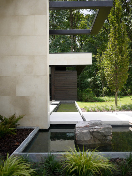 Modern Landscape by CORE Landscape Group