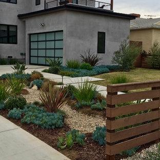 Exemple d'un jardin avant moderne de taille moyenne avec une exposition ensoleillée et des pavés en béton.