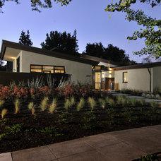 Modern Landscape by FGY Architects