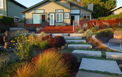 Inside Houzz: A Waterfront Property Ditches the Grass for a Garden