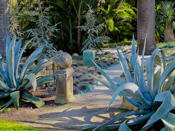 Eclectic Landscape by Personal Garden Coach