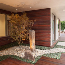 Contemporary Landscape by Maienza-Wilson Interior Design + Architecture