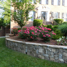 Traditional Landscape by Personal Touch Lawn Care, Inc.