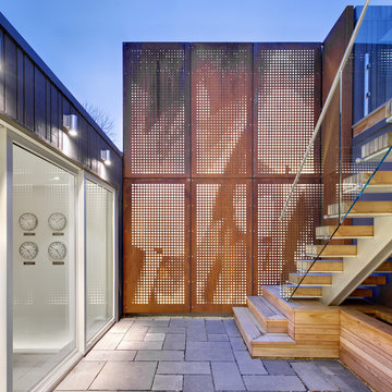 Mount Pleasant House - Interior Courtyard Light Feature