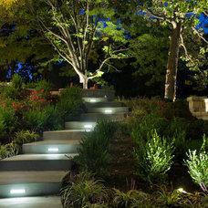 Modern Landscape by NiteLites of Kansas City Outdoor Lighting
