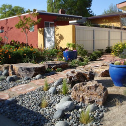 Sacramento xeriscape specialty landscape design ideas for Landscaping rocks sacramento