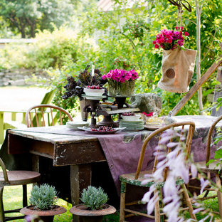 Inspiration for a shabby-chic style garden in New York.