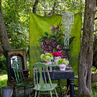 Photo of a shabby-chic style shade landscaping in New York.
