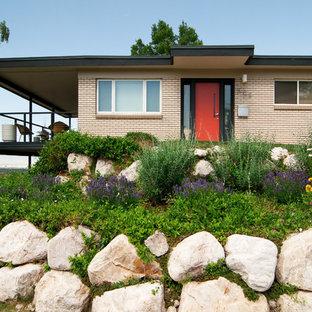 Photo of a midcentury modern hillside retaining wall landscape in Salt Lake City.