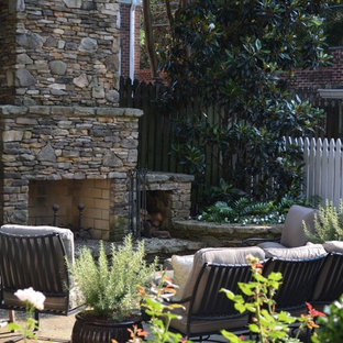 Inspiration for a traditional landscaping in Charleston.