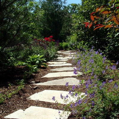 This is an example of a large traditional side yard stone garden path in Chicago.