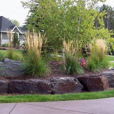 Traditional Landscape by Landscape Renovations Inc.