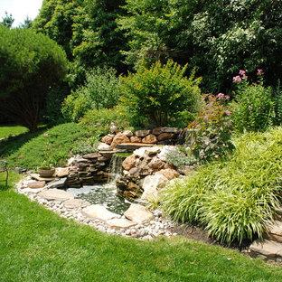 Idéer för vintage trädgårdar, med en fontän