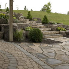 Traditional Landscape by Keystone Landscaping Inc.