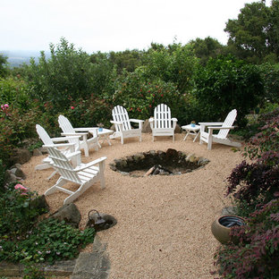Inspiration for a traditional landscaping in Santa Barbara with a fire pit.