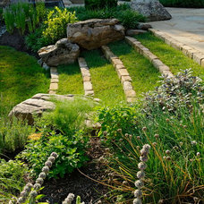Contemporary Landscape by SURROUNDS Landscape Architecture + Construction