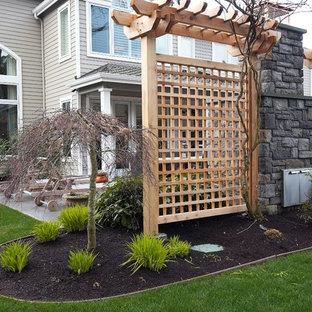 Esempio di un giardino design esposto a mezz'ombra di medie dimensioni e dietro casa in inverno con un focolare e pavimentazioni in pietra naturale