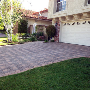 Photo of a mid-sized traditional partial sun front yard concrete paver driveway in Los Angeles.