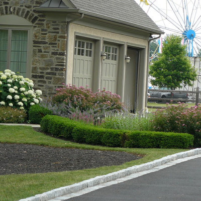 This is an example of a traditional front yard landscaping in Philadelphia.