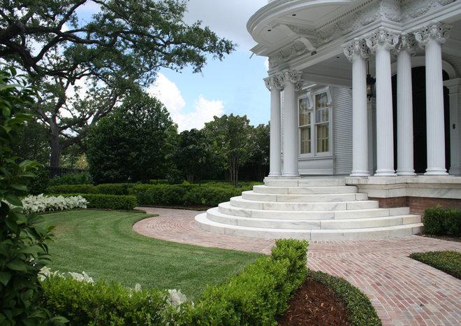 Traditional Landscape by McDugald-Steele Landscape Architects
