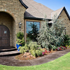 Traditional Landscape by Huffman Construction