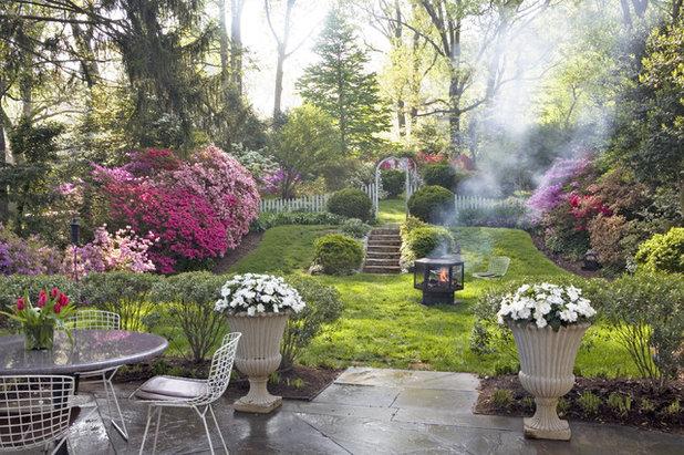 Klassisch Garten by Anthony Wilder Design/Build, Inc.