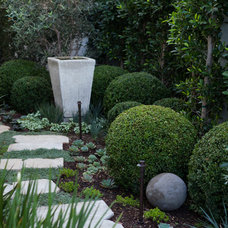 Traditional Landscape by Garden Studio