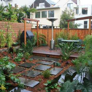 This is an example of a mid-sized modern backyard landscaping in San Francisco.