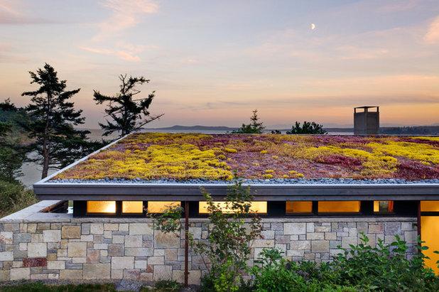 Beach Style Landscape by Prentiss Balance Wickline Architects
