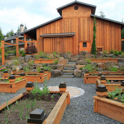 Photo of a mid-sized traditional full sun backyard gravel formal garden in Seattle.