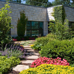 contemporary landscape by Van Zelst Inc