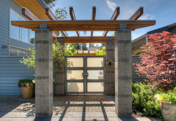 Beach Style Entry by Dan Nelson, Designs Northwest Architects