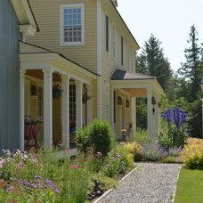 Farmhouse Landscape by Connor Homes