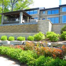 Modern Landscape by Great Oaks Landscape Associates Inc.