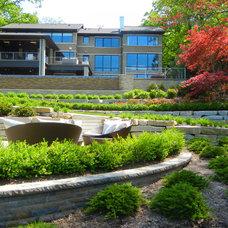 Traditional Landscape by Great Oaks Landscape Associates Inc.