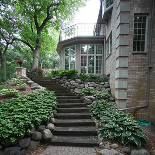 Photo of a traditional landscaping in Milwaukee.