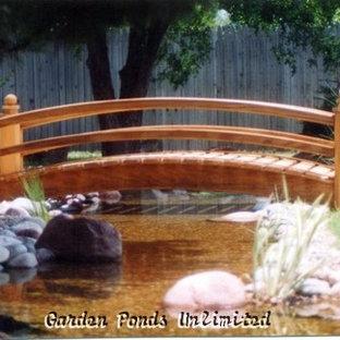 Design ideas for a mid-sized modern full sun backyard water fountain landscape in Oklahoma City.