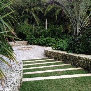 Immagine di un giardino chic con un focolare