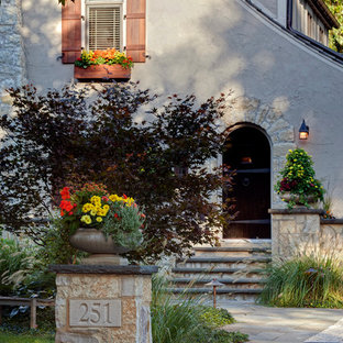 This is an example of a traditional front yard garden in Chicago.